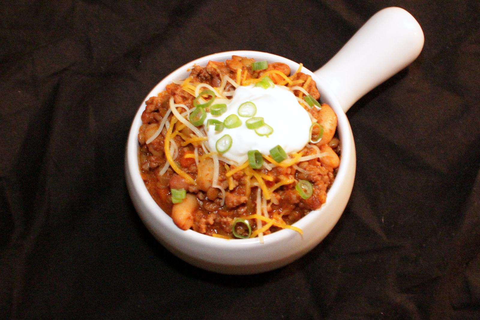 Healthy Turkey Chili packed with flavor and good-for-you ingredients! | BearandBugEats.com