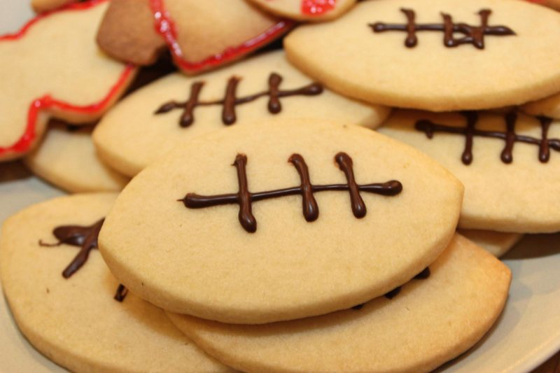 5-Ingredient Shortbread Cookies with Chocolate | cookie recipes | easy baking recipes | BearandBugEats.com