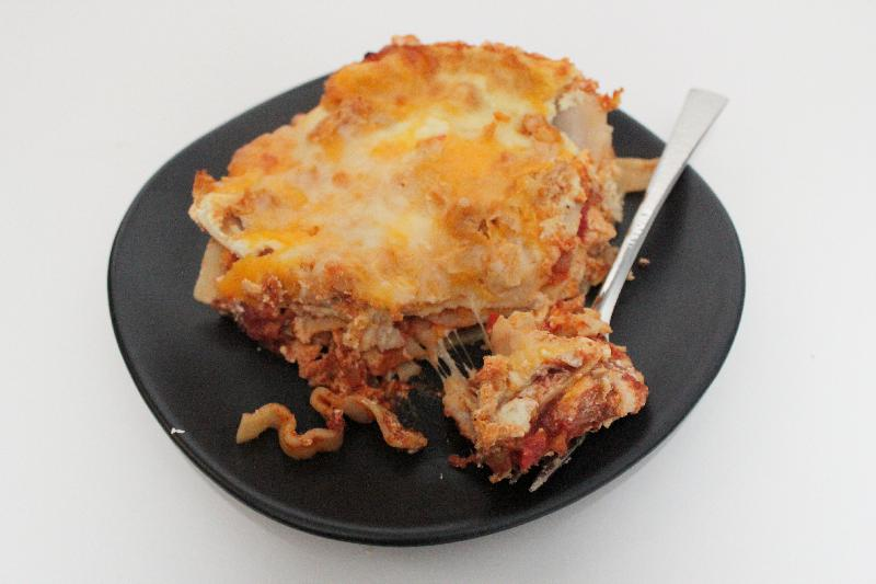 Buffalo Chicken Lasagna is a perfect fall dish! A straightforward recipe that's great for game night or any time!   game day recipes   lasagna recipes   BearandBugEats.com