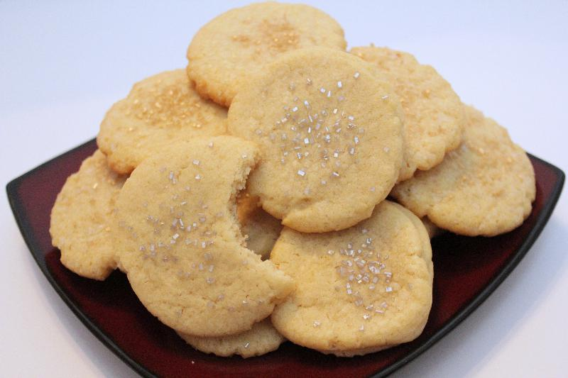 Easy Sugar Cookies! Simple and delicious, these are a necessary addition to your holiday repertoire | #ChristmasCookies | cookie recipes | BearandBugEats.com